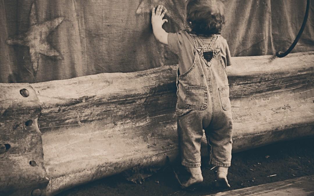 Pourquoi l'enfant est-il continuellement en mouvement ? La réponse de Maria Montessori